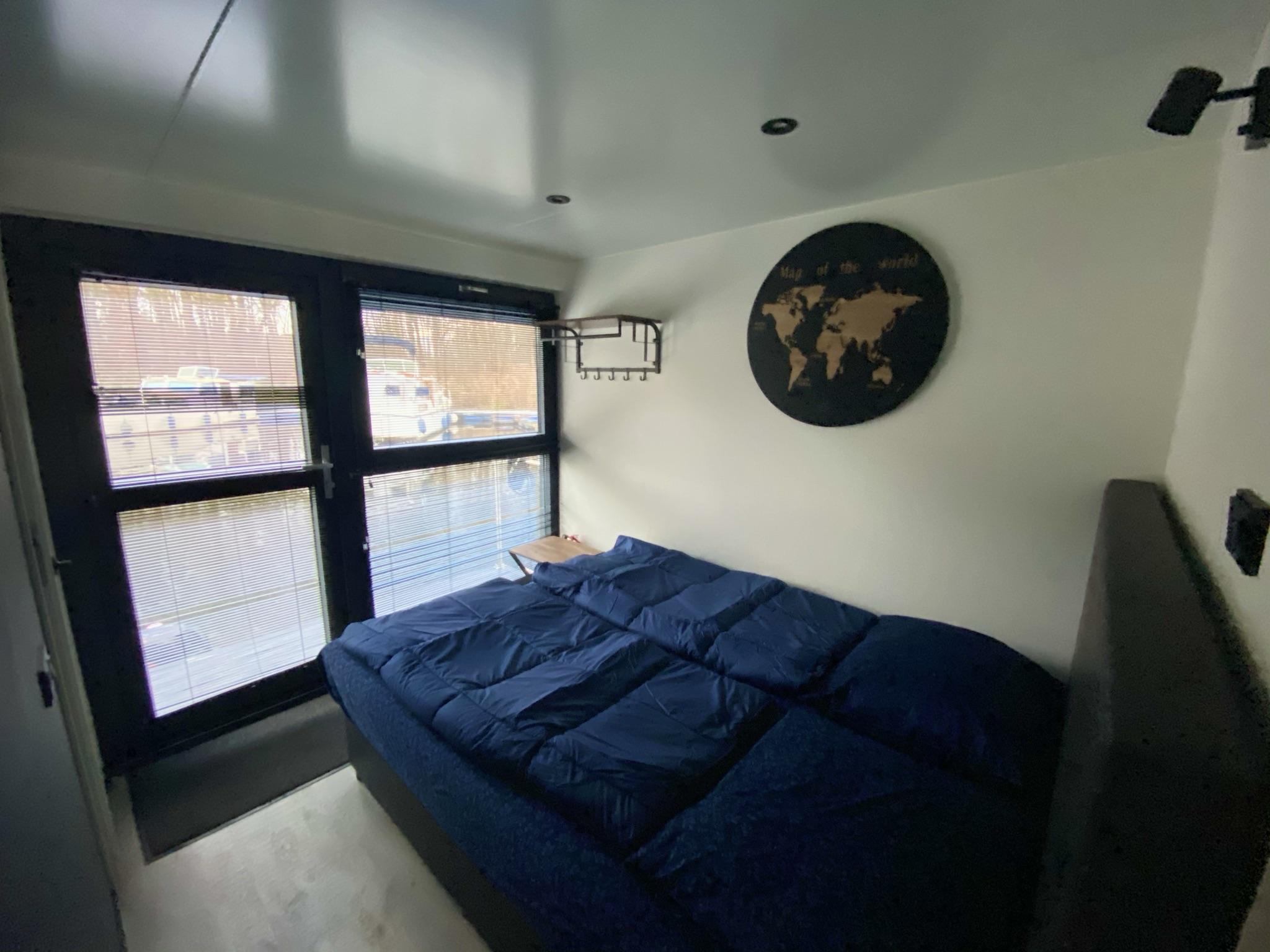 Slaapkamer op Houseboat havenlodge te huur